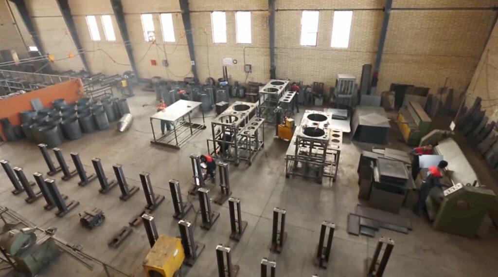 سالن تولید کارخانه ماشین سازی پی یو صنعت نظری